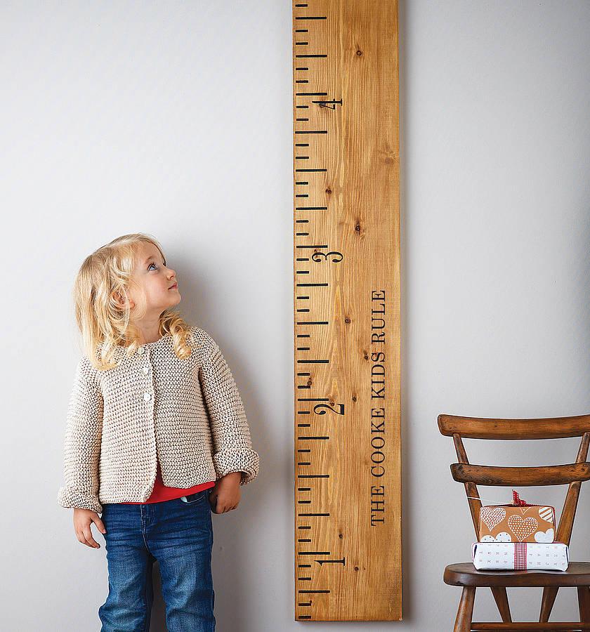 Giant height ruler